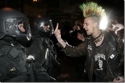 punkVsNaziPolice